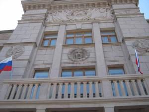 33. Фасад сталинского ДК с барельефом Чкалова