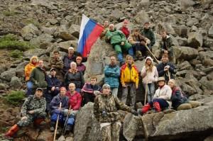 Фото 3 - Участники экспедиции Кодар-2009 у Памятной Плиты