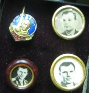 Фото 10 - Первые значки Гагарина