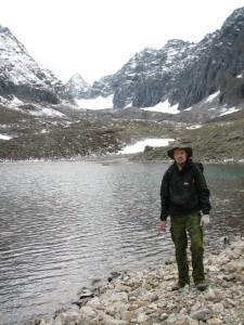 05. Начало высокогорной части. На зандем плане - пик БАМ, ледник Азаровой