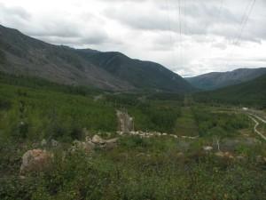 08. Над западным порталом. Слева - северомуйский обход, справа - пути, ведущие в тоннель