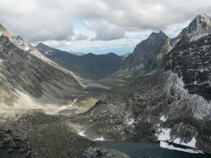 09. По ту сторону перевала Три Жэ (подножие пика БАМ, верховья р.Бюрокан)