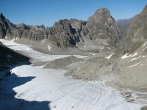 17. Долина ручья Ледникового, гора Сыгыкта (правее центра) с перевала Ленинградец.JPG