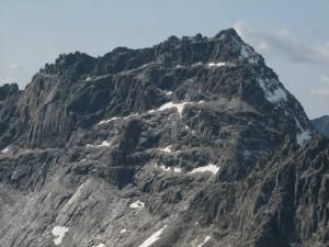 23. Восточная стена пика БАМ, по которой совершают восхождения `по классике` (вид с пика Пионер, 2900м)