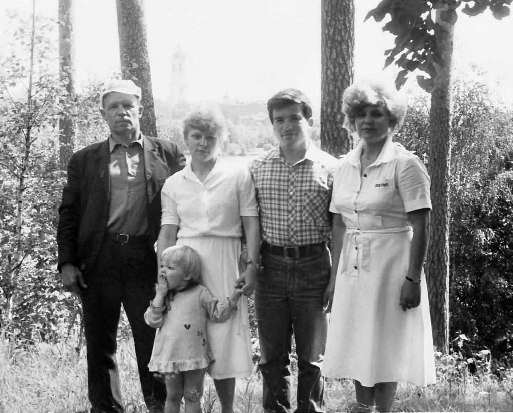 80-е Ганькин ВМ с семьёй 17
