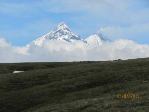 Фото 11 - Вулкан Камень справа дымит Ключевская сопка IMG_7121