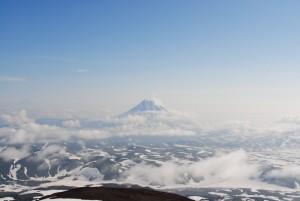 48. Вулкан Вилючинский парит в облаках