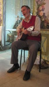 Фото 9 - А. А. Агапов и поёт